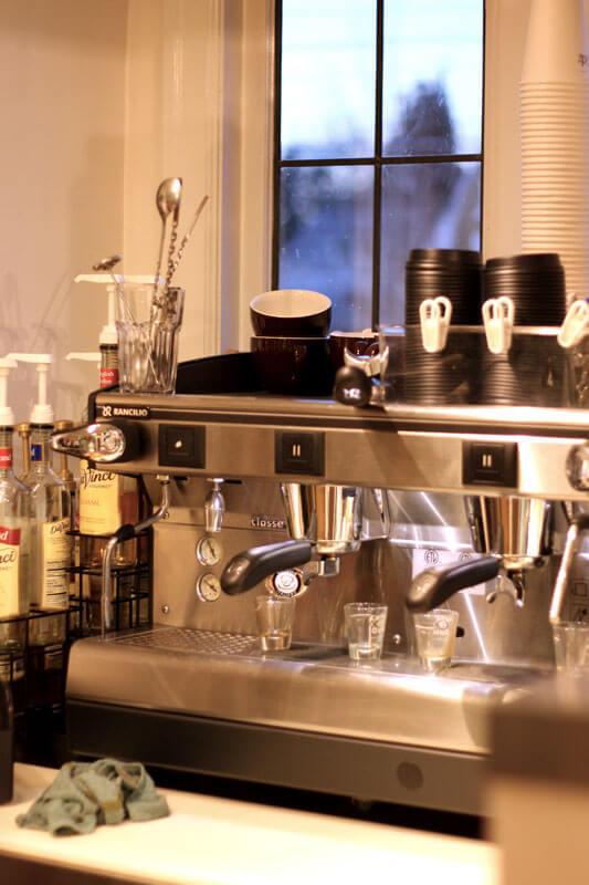 Picture of the espresso machine at Latte Da