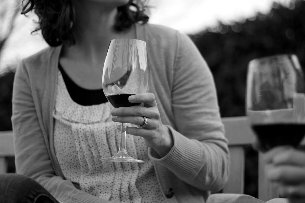 Black and white picture of a woman enjoying a glass of wine outdoors at Latte Da in Vancouver WA